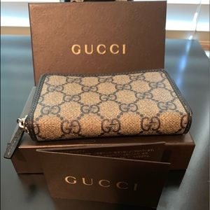 Gucci card case (387)